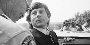 polanski-a-la-sortie-du-tribunal-californien-en-1977